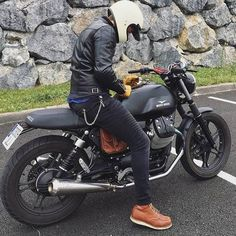 Loving this Moto Guzzi styled with a great outfit too! Love it! #kaferacers ------- Via @guille_v7 / @cafesofinsta ------- Follow @kaferacers for daily images ------- #moto #guzzi #motoguzzi