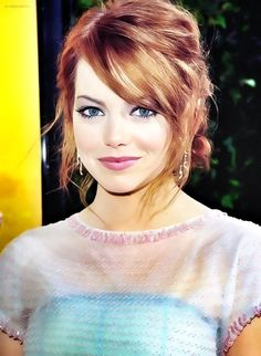 Emma Stone- perfect makeup to complement fair skin!
