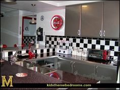50s bedroom ideas - 50s theme decor - 1950s retro decorating style - 50s diner - 50s party decorat...