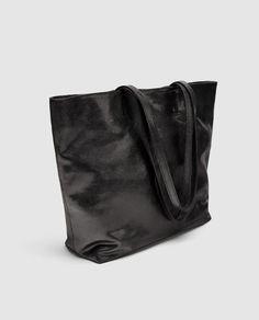 ZARA - MUJER - SHOPPER PIEL METALIZADO Zara Official Website, Zara Bags, Fashion Games, Metallic Leather, Color Negra, Tote Bag, Wallet, How To Wear, Accessories