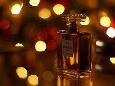 Perfumes & Essências...  Para fazer 1 litro Componentes: Kg ou L 1 Álcool de Cereais 769,0 ml 2 Essência 100,0 ml 3 Fixador 30,0 ml 4 Irgasan DP 300 1,0 g 5 Água Desmineralizada 100...