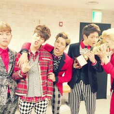 """""""SHINee celebrate their 3rd straight victory on 'Show Champion'. This might be the weirdest picture in the history of the universe."""" Onew is like """"nah, i don`t know them"""""""