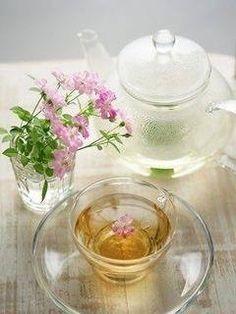 Transparent glass tea set.