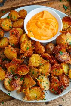 recipes Crispy Parmesan Roast Potatoes - Closet Cooking Potatoes roasted with parmesan cheese that get all sort of nice and golden brown, crispy and good! Seriously better than french fries! Potato Dishes, Vegetable Dishes, Vegetable Recipes, Food Dishes, Veggie Food, Potato Food, Potato Salad, Vegetable Appetizers, Potato Appetizers