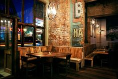 Date Night: Discover restaurant downtown Nashville Nashville Bars, Nashville Restaurants, Nashville Wedding Venues, Nashville Trip, Pub Interior, Pub Design, Booth Seating, Tap Room, Cafe Bar