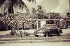 A vintage car outside of a very retro looking motel in Naples, Florida. || #AlexTonettiPhotography #Photography