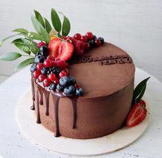 Cake Recipes Easy Chocolate Desserts - New ideas Easy Chocolate Desserts, Chocolate Cake Recipe Easy, Best Chocolate Cake, Fancy Desserts, Chocolate Recipes, Chocolate Cake With Fruit, Birthday Cake For Women Simple, Small Birthday Cakes, Men Birthday Cakes