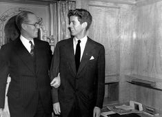"""Ambassador to Great Britain Joseph P. Kennedy stands with his 20 year old son John F. Kennedy in New York, January 1938 - """" John Kennedy, futur Président des USA avec son. Robert Kennedy, Jfk And Jackie Kennedy, Les Kennedy, Jaqueline Kennedy, American Presidents, Us Presidents, American History, Southampton, Young Jfk"""