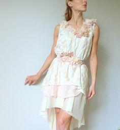 Robe de mariée en soie parsemée de fleurs faites à la main LORELEI : Robe par l-armoire-d-ondine