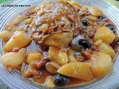 La meilleure recette de Rôti de porc à l'andalouse! L'essayer, c'est l'adopter! 5.0/5 (7 votes), 13 Commentaires. Ingrédients: 1 rôti de porc de 600 g environ 100 g d'olives noires dénoyautées 150 g de lardons 1 boîte de champignons de Paris (une petite ici) 600 g de pommes de terre 1 petite boîte de concentré 1 verre de Porto blanc (j'ai mis du rouge) 1 verre d'eau 4 cs d'huile d'olive 1 cs de paprika Sel Poivre 1 cs de Maïzena