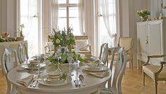 Swedish Antique Gustavian and Biedermeier Dining Rooms traditional Swedish Interior Design, Swedish Decor, Swedish Interiors, Table Setting Design, Traditional Dining Rooms, Christmas Table Settings, Extendable Dining Table, Scandinavian Home, How To Antique Wood