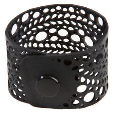 armband gemaakt van rubber