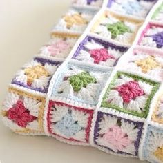 Internette görüp en beğendiğim battaniyelerden. Iyi geceler herkese #internettenalinti #orgu #elisi #tigisi #handmade #crochet #bebekorguleri #babyblanket #koltuksali #battaniye #dekor #dekoratif #renkli #model #motif #elemegi #enguzelorguler #Baby #bebek #knitting #hobi #yarn #happyblanket #crochetblanket #crochetdesign #crochetlove #dizortusu #elorgusu #bebekbattaniyesi #bebekurunleri
