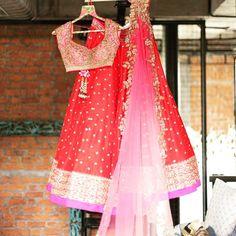 The newest collection from @anushreereddyofficial #bridallengha #receptionlengha #lengha #lehenga #bridalfashion #herecomesthebride #southasianbride #southasianwedding#desicouture #weddingportraits #weddingphoto #weddingphotography #love #instalove #weddingtraditions #hinduwedding #shaadibazaar #allthingsbridal #potd