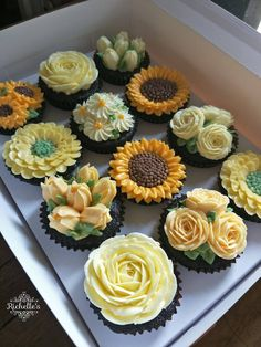 ernestallard - 0 results for cupcake bouquet Cupcakes Flores, Bee Cupcakes, Cute Cakes, Pretty Cakes, Beautiful Cakes, Cupcakes Design, Cake Designs, Deco Cupcake, Cupcake Cakes