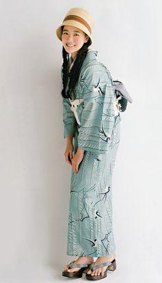 I love kimono! Especially vintage/retro style. I love modern/harajuku style, too, but Taisho roman rules my heart, lol. I'm always looking to make some great kimono loving friends! Yukata Kimono, Kimono Dress, Kimono Style, Traditional Japanese Kimono, Traditional Dresses, Geisha, Modern Kimono, Summer Kimono, Sari