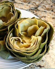 27. 10-Minute Microwave Steamed Artichoke #healthy #quick #recipes http://greatist.com/health/surprising-healthy-microwave-recipes