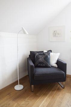 SAM - white floorlamp in metal.