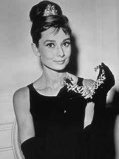 Legendär sind natürlich auch das Diadem und das Collier der bezaubernden Audrey…