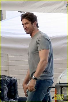 gerard butler begins filming geostorm new orleans 03 Gerard Butler keeps it casual in jeans and a t-shirt while walking around the set of his upcoming movie Geostorm on Thursday (December 4) in New Orleans, La.   …
