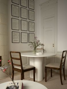 Dining Bench, Dining Chairs, 1st Apartment, High Fashion Home, Sweet Home, New Homes, Living Room, Interior Design, Table