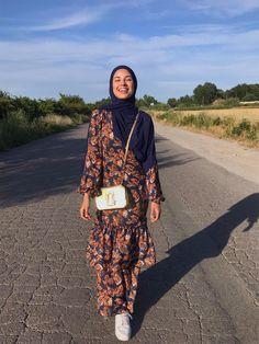 Hijab Fashion Summer, Street Hijab Fashion, Abaya Fashion, Muslim Fashion, Modest Fashion, Fashion Outfits, Hijab Style Dress, Hijab Chic, Hijab Outfit
