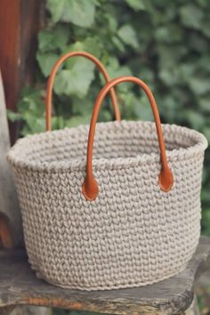 JEDNODUCHÝ NÁVOD NA HÁČKOVANÝ KOŠÍK - Tričkovlna Loom Knitting, Fiber Art, Straw Bag, Knitwear, Knit Crochet, Diy And Crafts, Weaving, Basket, Womens Fashion