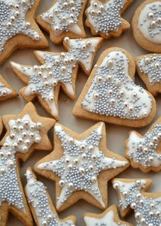 De nem is lehetne eldugni, mert az… Christmas Cookies Gift, Christmas Biscuits, Christmas Brunch, Christmas Sweets, Christmas Baking, Silver Christmas, Cookie Gifts, Sweet And Salty, Cake Cookies