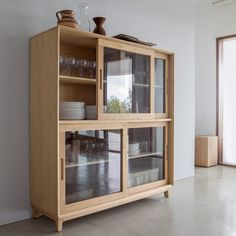 buffet Jerk am. Refurbished Furniture, Home Decor Furniture, Diy Home Decor, Furniture Design, Wooden Almirah, Carpet Dining Room, Crockery Cabinet, Japanese Home Design, Ikea Home