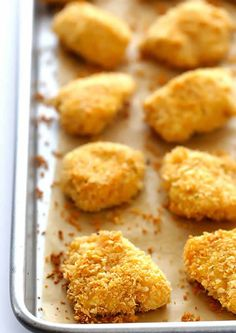 WW recipe chicken nuggets with thermomix. I present you a WW recipe of chicken nuggets easy and simple to realize at home with the thermomix. Homemade Chicken Nuggets, Chicken Nugget Recipes, Baked Chicken Recipes, Recipe Chicken, Parm Chicken, Crispy Chicken, Chicken Recipes Thermomix, Meat Recipes, Baking Recipes