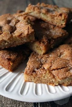 Apple cinnamon blondies - Handmade Helen - Let's Cake Dutch Recipes, Baking Recipes, Sweet Recipes, Snack Recipes, Dessert Recipes, Brownie Recipes, Cake Recipes, Cake Cookies, Cupcake Cakes