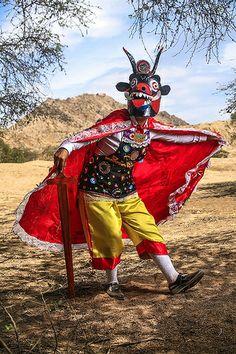 La Danza de los Diablos, tradicional, distinta y producto del acervo dejado por los españoles durante la conquista. Imagen de Flickr, por edgar asencios