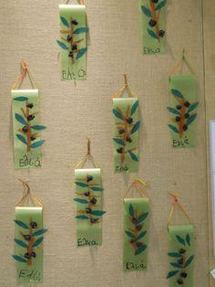 Αποτέλεσμα εικόνας για κατασκευη ελια νηπιαγωγειο Tree Crafts, Diy Home Crafts, Crafts For Kids, Autumn Crafts, Christmas Crafts, Fall Projects, Projects To Try, First Fathers Day Gifts, School Themes