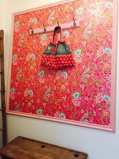 Christine Lalouette, France, Nouveau look pour mon petit atelier grâce à votre superbe papier peint Ludmilla.