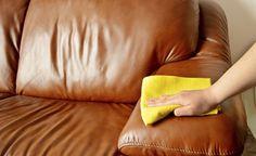 Como tirar cheiro ruim do sofá com misturinha de bicarbonato e amaciante