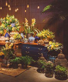 Decoração de casamento em amarelo, azul e branco no Terras de Clara - Constance Zahn | Casamentos Blue Wedding, Wedding Colors, Dream Wedding, Wedding Couple Photos, Moroccan Theme, Brunch Wedding, Amazing Decor, Wedding Trends, Garden Wedding