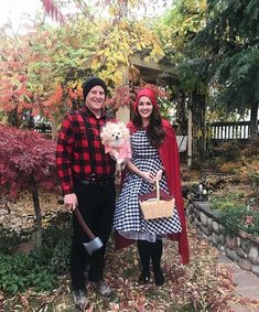 DIY Little Red Riding Hood couple costume for adult. You'll love these modest Halloween costumes for women, modest Halloween costumes for teens, and easy modest Halloween costumes that you can wear for work and for school. Modest Halloween Costumes, Couple Halloween Costumes For Adults, Cute Costumes, Creative Halloween Costumes, Adult Costumes, Costumes For Women, Halloween Diy, Costume Ideas, Women Halloween