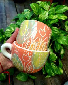 Pottery Painting, Ceramic Painting, Ceramics Projects, Sgraffito, Surface Design, Sculpture Art, Coffee Cups, Clay, Pablo Neruda