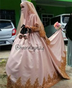 Muslim bride in niqaab Muslimah Wedding Dress, Hijab Wedding Dresses, Bridal Dresses, Bridal Hijab, Hijab Bride, Muslim Brides, Muslim Women, Niqab Fashion, Muslim Beauty