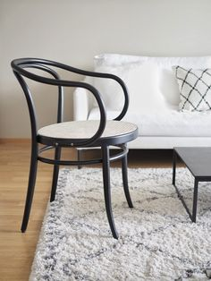 forme thonet | INSPIRED BY LOVE Dining Table Chairs, Love Design, My Dream Home, Modern Minimalist, Furnitures, Scandinavian Design, Chair Design, Home And Garden, Interiors