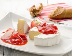 Camembert mit Erdbeer-Rhabarber-Relish Chutneys, Feta, Camembert Cheese, Panna Cotta, Cheesecake, Brunch, Dairy, Dinner, Breakfast