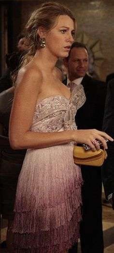 I LOVE this dress!  Blake Lively in Gossip Girl    http://nailartcouture.blogspot.ca/2011_11_01_archive.html#