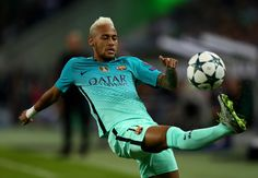 Neymar of Barcelona controls the ball during the UEFA Champions League group C match between VfL Borussia Moenchengladbach and FC Barcelona at Borussia-Park on September 28, 2016 in Moenchengladbach, North Rhine-Westphalia.