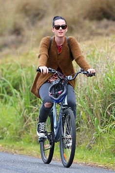 Katy Perry                                        #celebrities #cycling