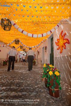 Festas do Povo de Campo Maior, la fiesta de las flores de papel - via Ciudad Dormida 04.08.2015 | Este año 2015, del 22 al 30 de agosto, tendrá lugar una nueva edición de esta fiesta extraordinaria que no deberías perderte por su originalidad, por su belleza, por el arte... un espectáculo único en el mundo y de fuerte esencia portuguesa.
