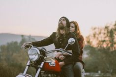 Woodland Motorcycle Engagement Shoot: Kate & Brandon · Rock n Roll Bride Motorcycle Couple Pictures, Biker Couple, Engagement Pictures, Engagement Shoots, Couple Photography, Engagement Photography, Old School Vans, Couple Romance, Bike Photo
