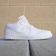 Jordan Men Air Jordan 1 Low (white / metallic silver)