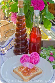 Feine Rezepte mit Rosen – Rosensirup und Rosenblütenkonfitüre