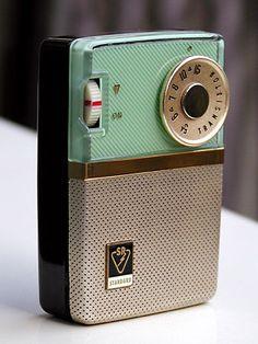 D210 - face Retro Design, Vintage Designs, Retro Vintage, Vintage Music, Pocket Radio, Retro Clock, Retro Radios, Antique Radio, Transistor Radio