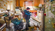 Geoff Johnson and Jennifer McShea grew up with a mother who suffered from obsessive syndrome of accumulation of things (hoarding disorder). After 20 years, they have made a series of photographs with their children in the house of their mother who died. Hoarding Help, Compulsive Hoarding, Photo Series, Photography Projects, Fashion Photography, Documentary Photography, What Is Life About, Nebraska, Declutter